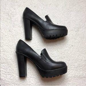 Aldo black chunky prep heel